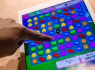 Man Breaks His Thumb Playing Too Much 'Candy Crush' on His Phone