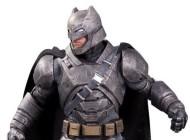 DC Shows Off 'Batman v Superman' Statues