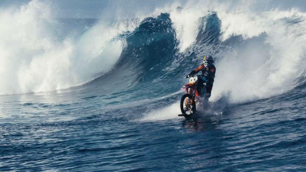 dirt-bike-surf